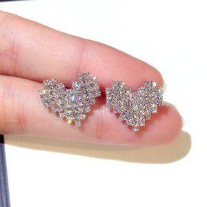 *NEW 18K White Gold Diamond Pave Heart Earrings Z